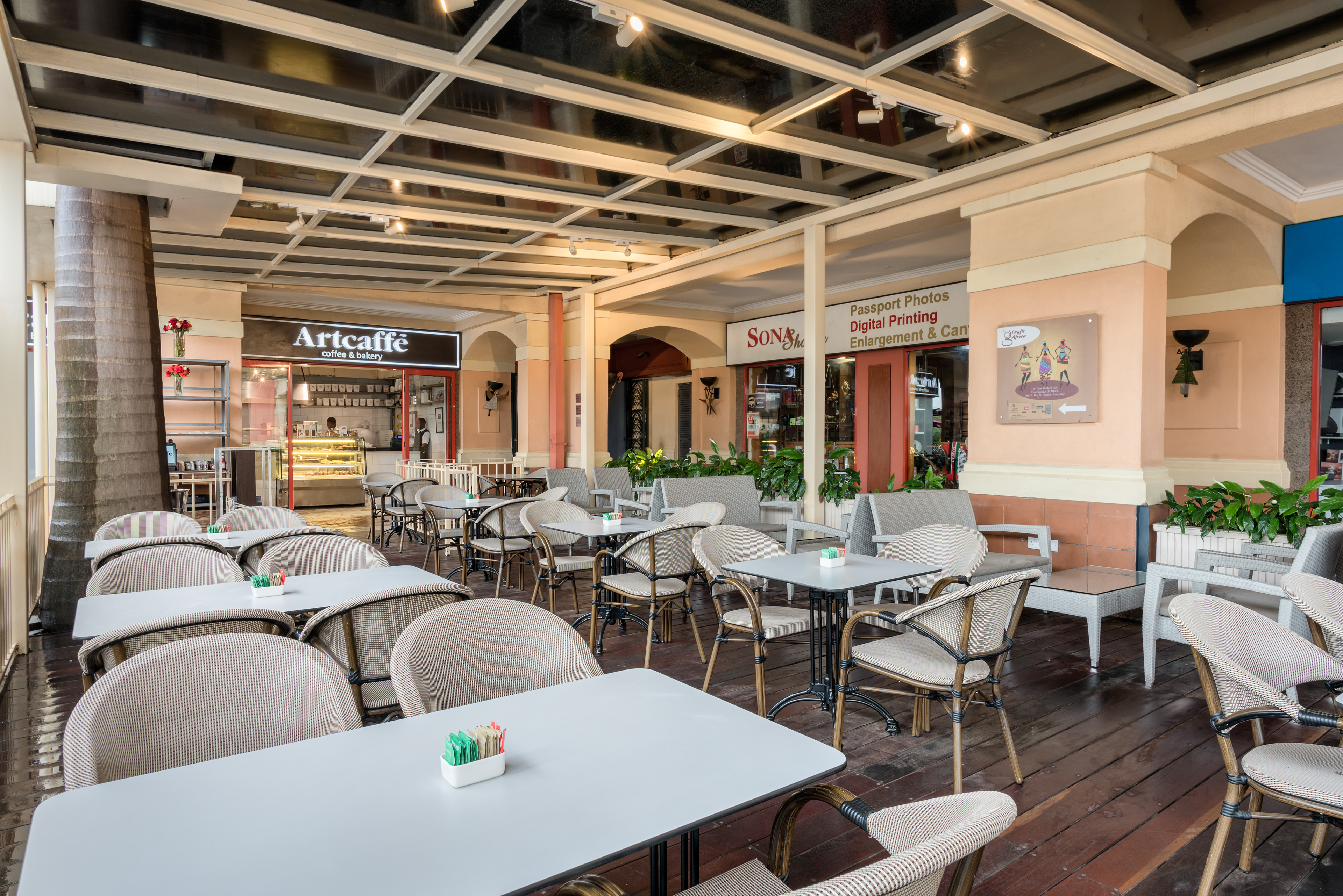 mobb studio  artcaffe  urban burger  galleria mall
